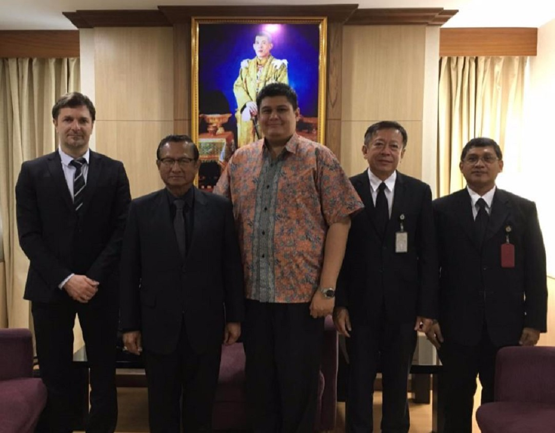 International IDEA team paid a courtesy call to Election Commission of Thailand Chairman, 22 May 2017 – from left to right: Mr Sead Alihodzic (International IDEA); Mr Supachai Somcharoen (Chairman); Mr Adhy Aman (IDEA); Police Colonel Jarungvith Pumma (Acting Secretary-General); Dr Cholaraj Phewban (Inspector-General) [Photo: International IDEA]