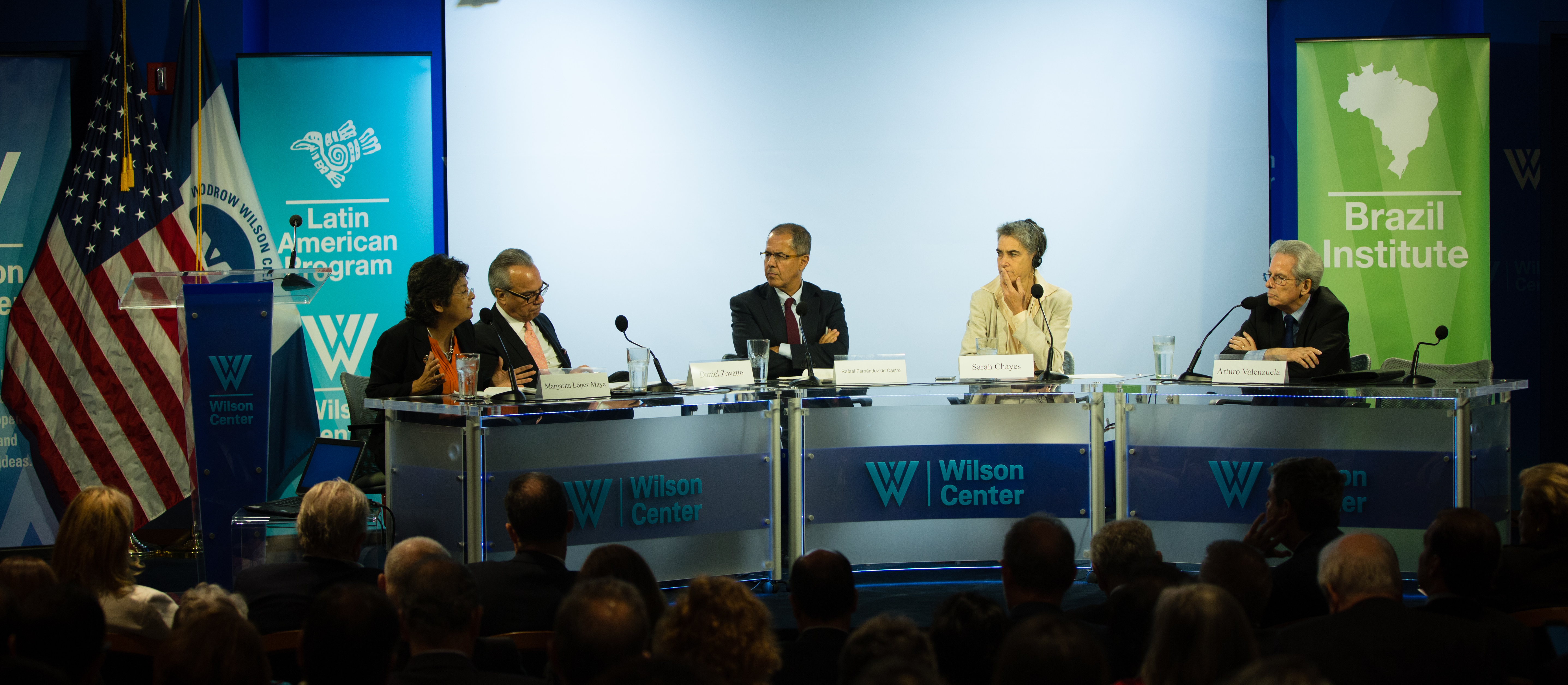Daniel Zovatto (second from left) during his presentation; to his right Margarita López Maya of the UCV: to his left, Rafael Fernández de Castro of ITAM; Sarah Chayez of the Carnegie Endowment for International Peace, and Arturo Valenzuela of the Covington and Burling. Photo credit: International IDEA.