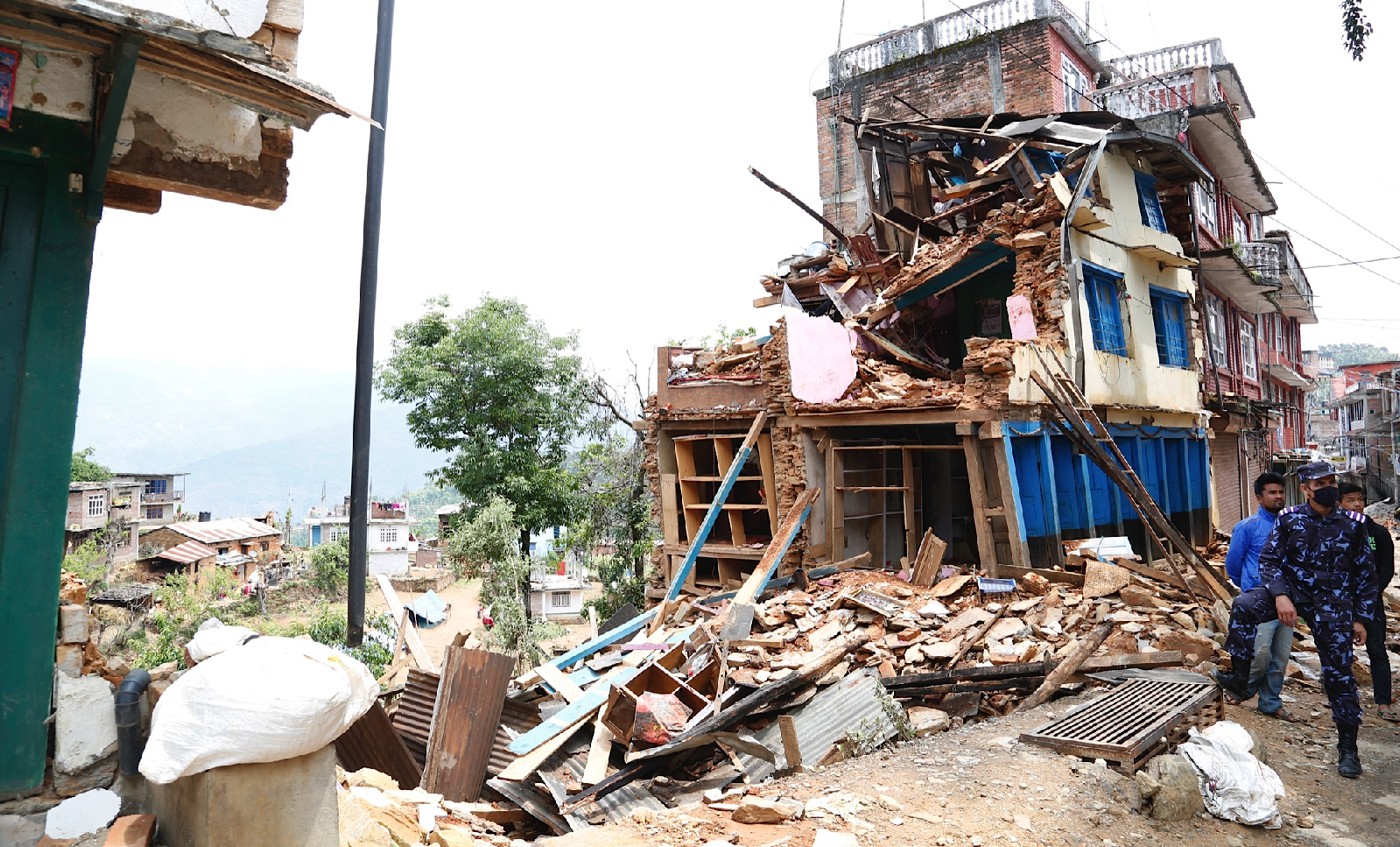 Collapsed buildings in earthquake-hit Chautara, Nepal. Photo credit: DFID@flickr