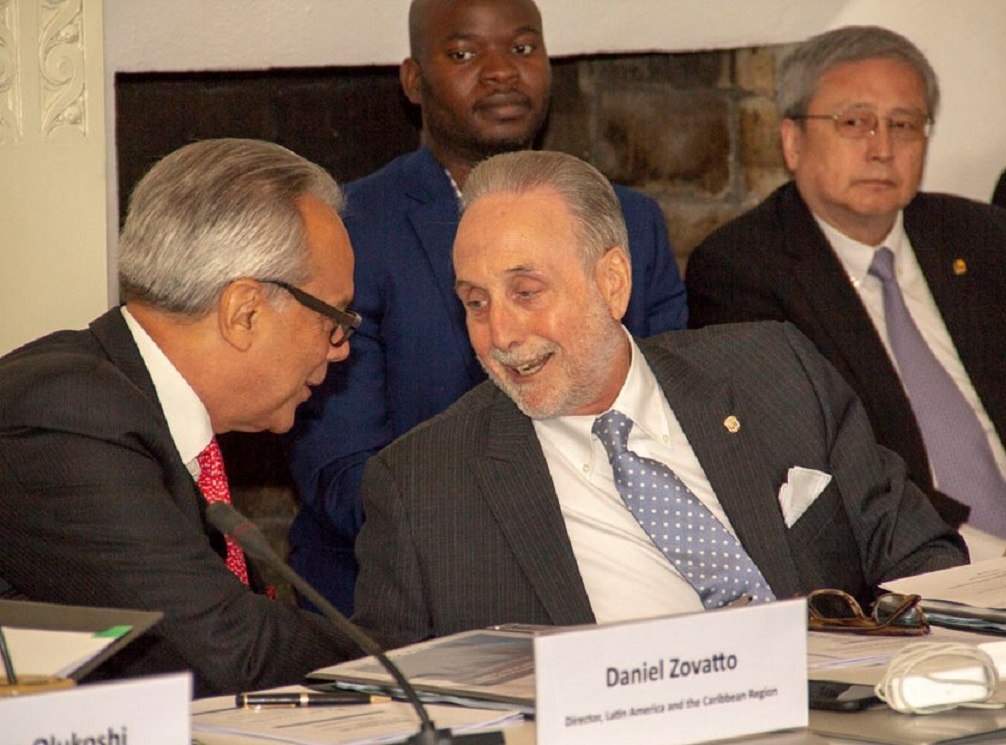 Jaime Ortega Cucalòn (at right, foreground), Ambassador of Panama to Sweden, Norway and Finland (right); and Daniel Zovatto (at left), Director for Latin America and the Caribbean region for International IDEA.