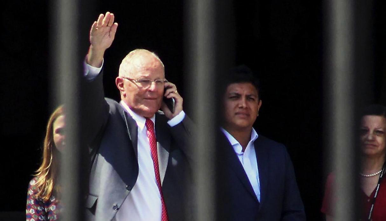 President Pedro Pablo Kuczynski resigns his position. Photo credit: Gestión.