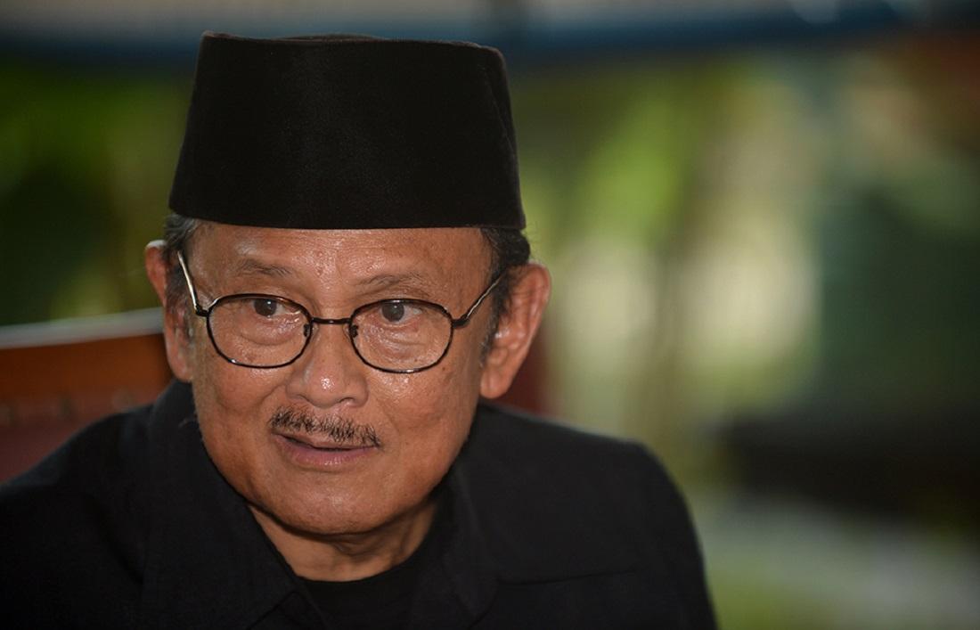 B. J. Habibie, presidente de Indonesia de 1998 a 1999