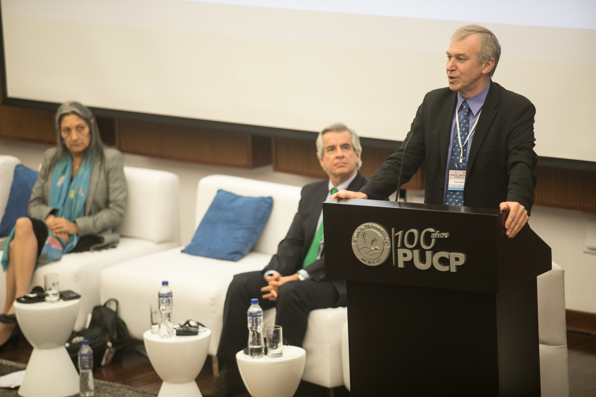 International IDEA Secretary-General Yves Leterme presenting at the Annual Democracy Forum in Lima, Peru, 21 November 2017. Photo credit: Yael Rojas.