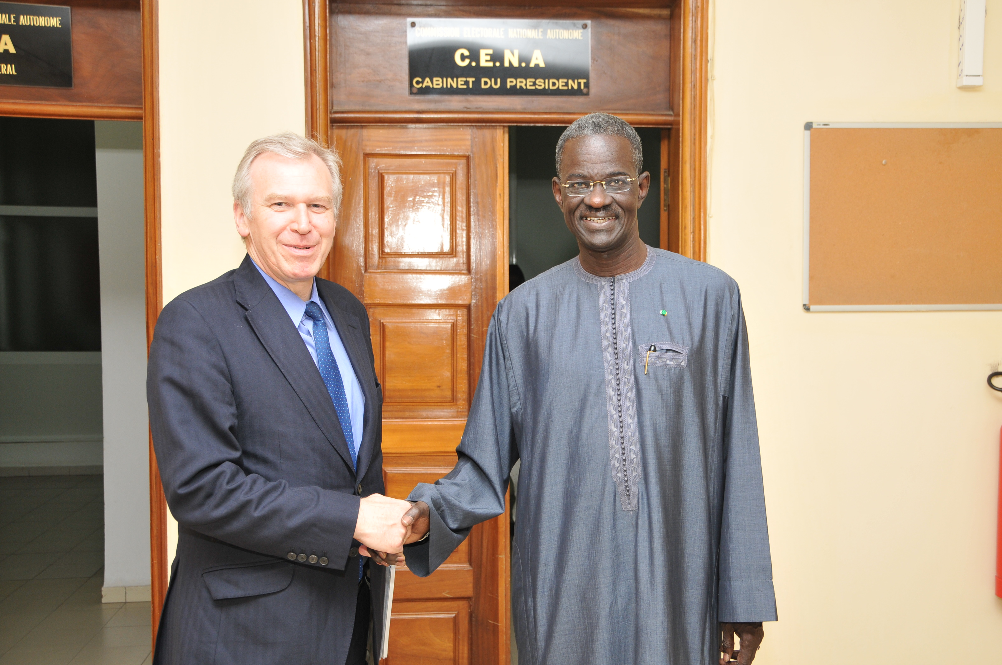 Yves Leterme with the Chairperson of the Autonomous National Electoral Commission of Senegal, Doudou Ndir.