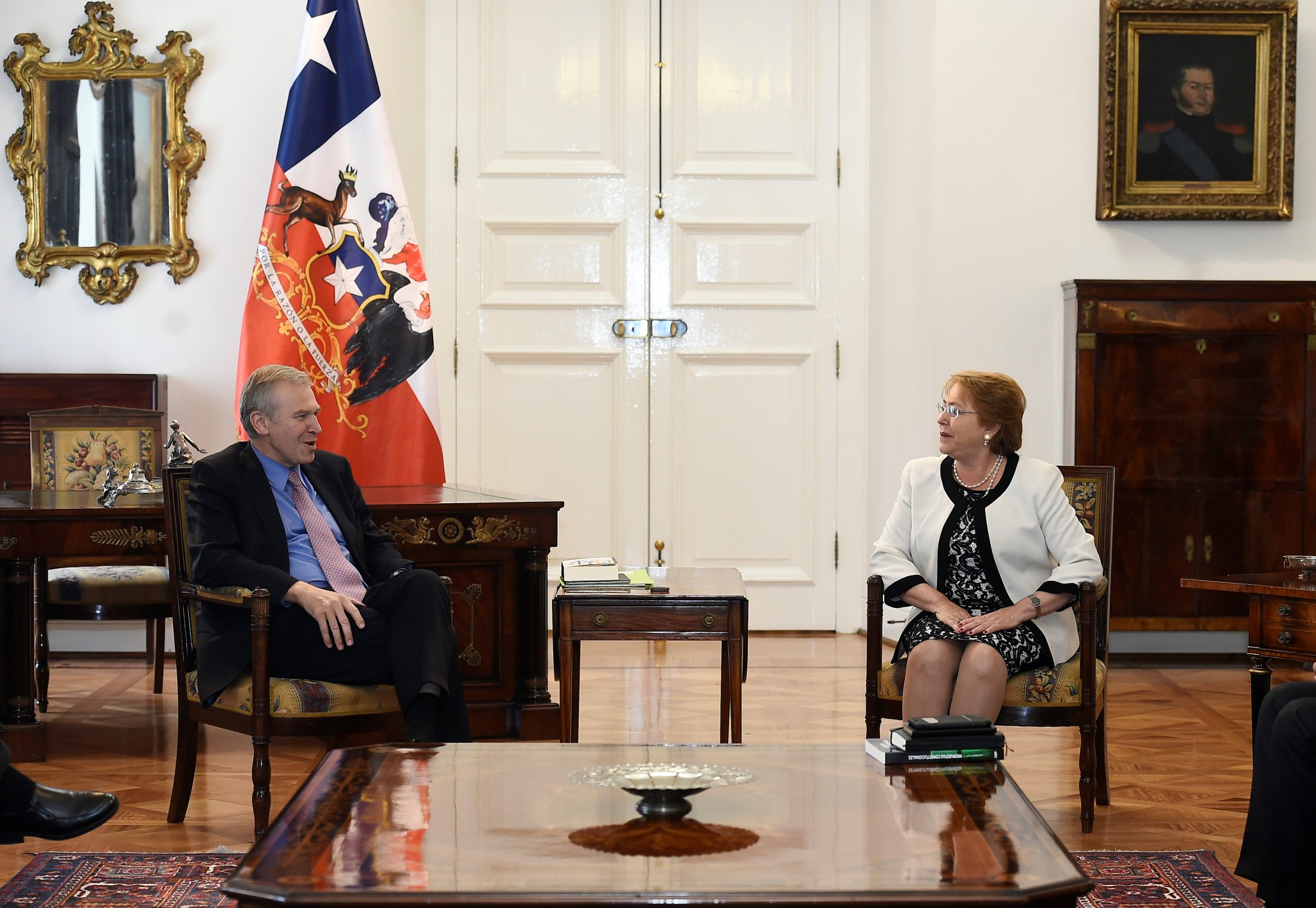 International IDEA's Secretary-General Yves Leterme is received by the President of Chile Michelle Bachelet