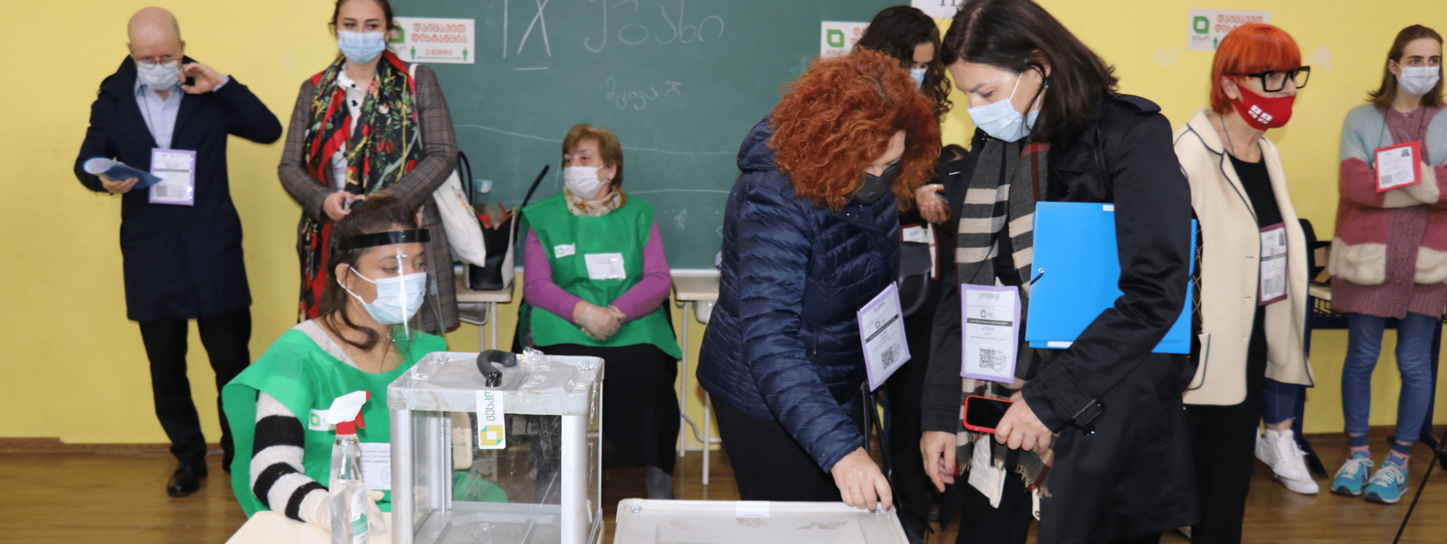 Leader of the OSCE election mission Elona Gjebrea Hoxha observing in a polling station in Tbilisi, Georgia in October 2020. (OSCE Parliamentary Assembly/CC BY-SA 2.0)
