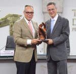 "Regional Director for Latin America and the Caribbean, Dr Daniel Zovatto, (left), receives on behalf of International IDEA, the ""Cátedra a la Democracia Award"", conferred by the President of the TSE of Costa Rica, Luis Antonio Sobrado (right). Photo Credit: TSE-Costa Rica."