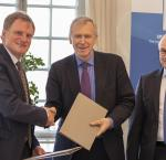 Signing ceremony involving the Secretary-General of International IDEA, Yves Leterme, the Charge d'Affaires at the Embassy of Germany to the Kingdom of Sweden, Manfred Schüeler, and the Ambassador of Republic of Tunisia to the Kingdom of Sweden, Ambassador Moez Mehdi Mahmoudi. Photo: Lisa Hagman | International IDEA
