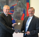 Hans-Jürgen Heimsoeth, German Ambassador to Sweden and Yves Leterme, Secretary-General of International IDEA, signed an agreement to work together on Yemen.