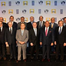 En la gráfica el Dr Daniel Zovatto, Director Regional para América Latina y el Caribe de IDEA Internacional (lado izquierdo); junto al grupo de expresidentes y personalidades que participaron en el II Diálogo Presidencial: Hacia la reinvención de los partidos políticos.