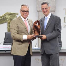 "Regional Director for Latin America and the Caribbean, Dr Daniel Zovatto, (left), receives on behalf of International IDEA, the ""Cátedra a la Democracia Award"", conferred by the President of the TSE of Costa Rica, Luis Antonio Sobrado (right). Photo Credit: TSE-Costa Rica."