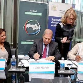 Signing the MoU between the Arab Electoral Management Bodies Organization and International IDEA. Photo credit: International IDEA.