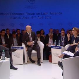 Panel de debate en el Foro Económico Mundial sobre América Latina 2017 en Argentina. Crédito foto: Foro Económico Mundial